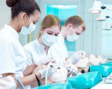 تحصیل در رشته دندانپزشکی دانشگاه جنگجو چین